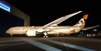 Etihad Airways celebrates the rollout of its first Boeing 787-9 painted in the airline's stunning new 'Facets of Abu Dhabi' livery. (PRNewsFoto/Etihad Airways)