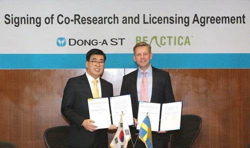 Dong-A ST President Dr Kang Soo-Hyoung (left) and Beactica CEO Dr Per Källblad (PRNewsFoto/Dong-A ST Co., Ltd and Beactica)