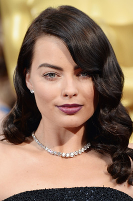 Margot Robbie at the Oscars in Forevermark Exceptional Diamond Jewelry by Rahaminov
