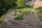 Gardeners of Keukenhof planted 100.000 bulbs for a spectacular flower mosaic of the Golden Age. (PRNewsFoto/Keukenhof)