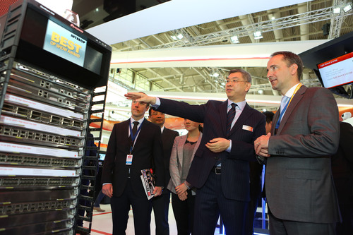 Mr. William Xu, Chief Strategy Marketing Officer of Huawei (front left) introduces Huawei's high-performance switch, CE12800 to Mr. Jim Hagemann Snabe, Co-CEO of SAP (front right) at Huawei booth in CeBIT 2014. (PRNewsFoto/Huawei) (PRNewsFoto/HUAWEI)