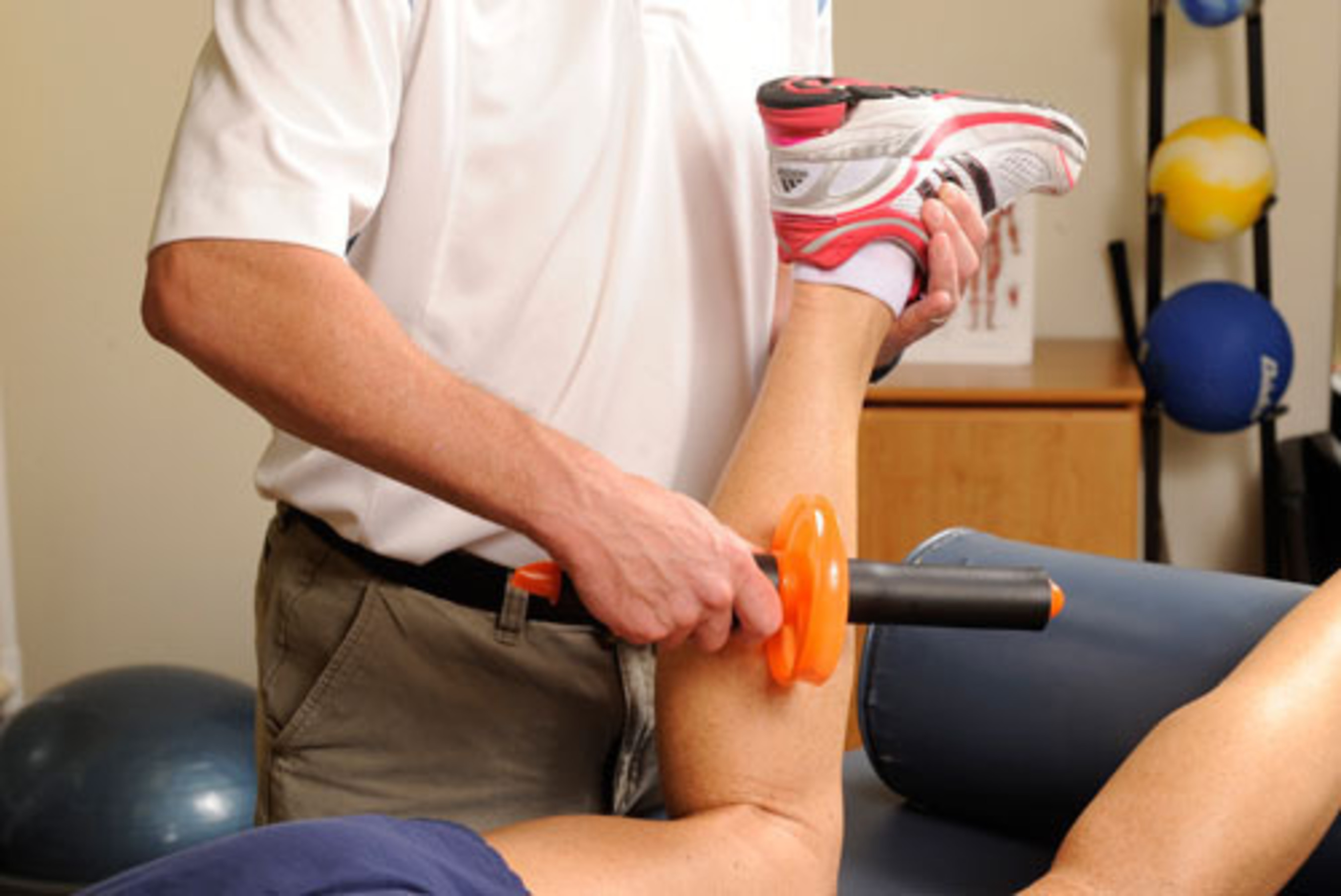 Clinicians use the Therawheel on their patients. (PRNewsFoto/Therawheel)