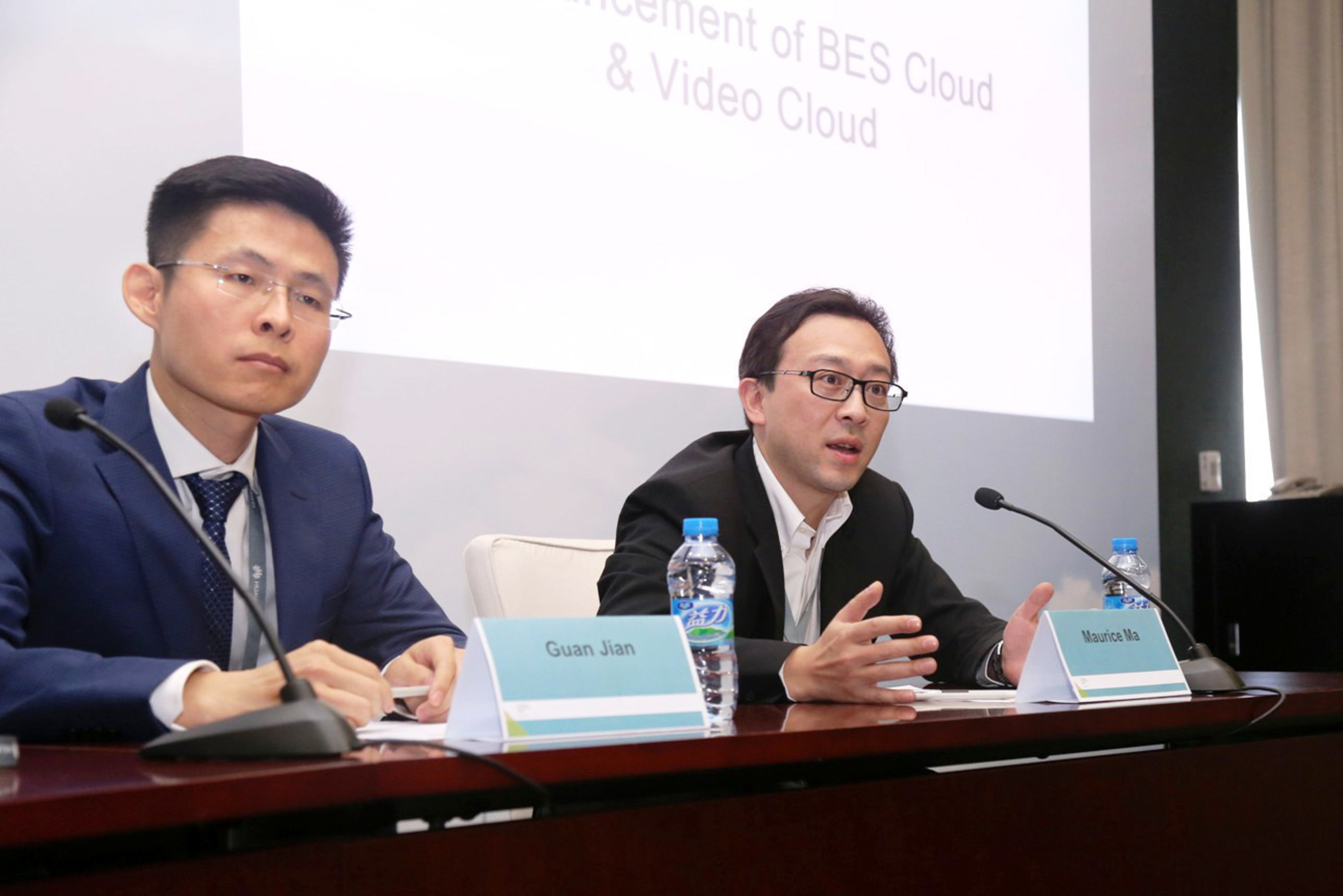 Maurice Ma (right), VP of Huawei Carrier Software BU and Jian Guan (left), General Manager of BES as a Service Product, Huawei Carrier Software BU, answer the journalists' questions