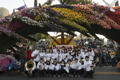 2016 TOMODACHI Honda Cultural Exchange Program participants at theRose Parade