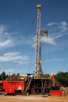 D & D Drilling Rig # 11 (PRNewsFoto/Fossil Oil Company, LLC)