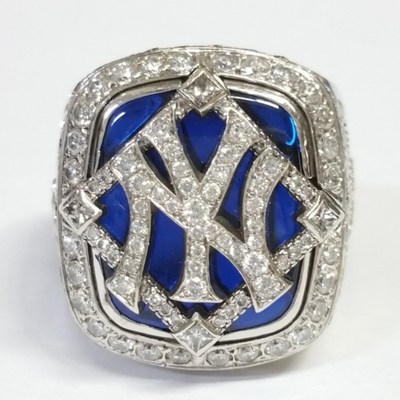 1996, 1998, 2000 and 7 other Yankees rings on auction this Wednesday