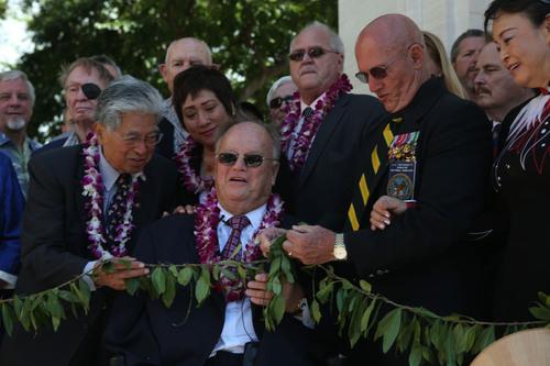 Honolulu, Nov. 11 - Flanked by veterans, Senator Daniel Akaka, Congresswoman Colleen Hanabusa, American Battle ...