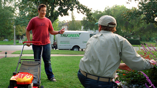 Bobby Sinclair, Neighborhood Lawn Kid, is back in TruGreen's new national marketing campaign. This time Bobby's talking trees as a part of TruGreen's expanded service launch. Portrayed by youth actor Noah Munck, Bobby lends humor and fun to two new TruGreen TV spots created by Publicis Dallas.  (PRNewsFoto/TruGreen)