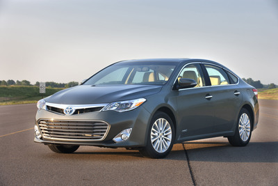 Toyota Features Hybrid Family of Vehicles at Fort Lauderdale International Auto Show (Pictured: 2014 Avalon Hybrid).  (PRNewsFoto/Toyota)