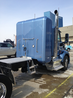 Peterbilt Showcases Quantum's New Back-of-Cab CNG Storage System. (PRNewsFoto/Quantum Fuel Systems Technologies Worldwide, Inc.) (PRNewsFoto/QUANTUM FUEL SYSTEMS TECH. ...)