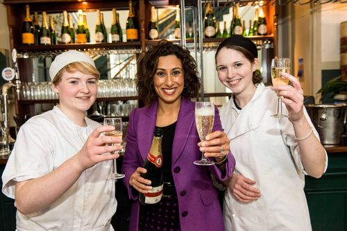 Saira Khan with Mitchells & Butlers Apprentices Louisa and Sarah (PRNewsFoto/Mitchells _ Butlers)