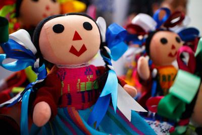 Los Creadores de la Marca HERDEZ(R) se Asocian con la Chef Celebridad Martita Jara y el Mini Chef Jojo para Celebrar el Dia del Nino