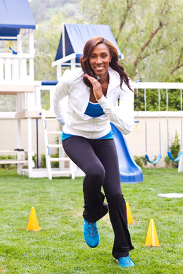 Lisa Leslie showcases one of her family fitness tips for the Allegra(R) Outdoor Challenge.  (PRNewsFoto/Sanofi)