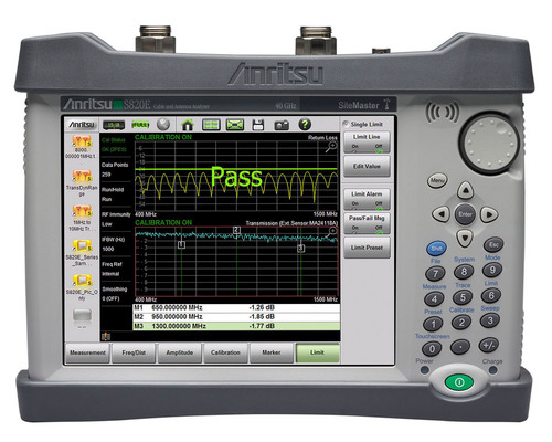 Anritsu Microwave Site Master S820E is the worlds's first handheld cable and antenna analyzer with frequency coverage up to 40 GHz. (PRNewsFoto/Anritsu Company) (PRNewsFoto/ANRITSU COMPANY)
