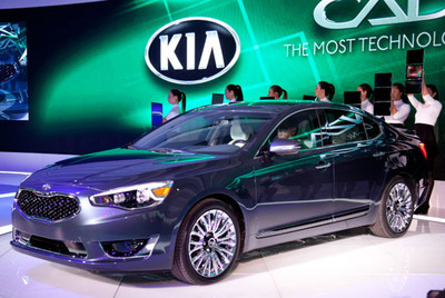 The 2014 Kia Cadenza will begin reaching North American dealerships in the coming weeks.  (PRNewsFoto/Bill Jacobs Automotive Group)