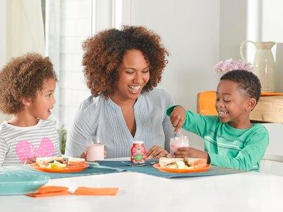 MilkSplash(TM) has a variety of great-tasting, zero-calorie flavors, such as Cocoa Loco, Sir Strawberry Swirl(TM), Orange Cream Dream, Cookies 'N Cream and Jammin' Banana. For more information visit milksplash.com. (PRNewsFoto/S&D Beverage Innovations, LLC.)