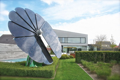 smartflower POP at private home. (PRNewsFoto/smartflower energy technology) (PRNewsFoto/smartflower energy technology)