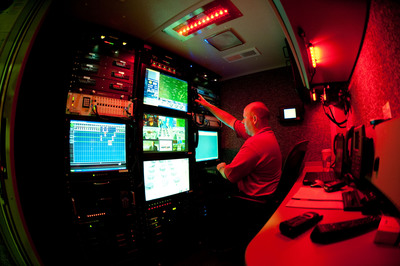 Inside Verizon's Mobile Command Center: The interior of Verizon's self-contained 51-foot mobile command center, which  supports the company's operations and community first responders when disasters strike.  (PRNewsFoto/Verizon)
