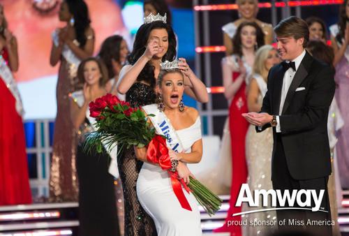 Miss Nueva York fue coronada Miss America 2013 y premiada con una beca de $50,000 de Amway