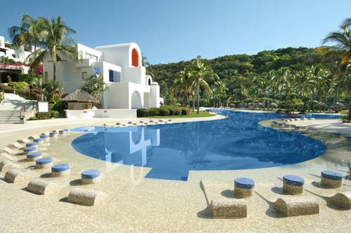 Go Inclusive at Camino Real Zaashila Huatulco only through Apple Vacations!  (PRNewsFoto/Apple Vacations)