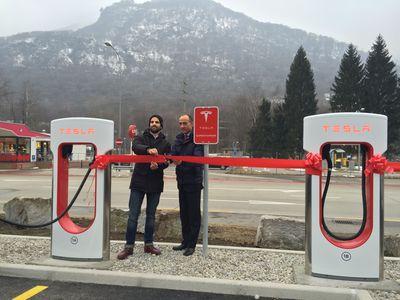 Una stazione Tesla Supercharger apre a Monte Ceneri