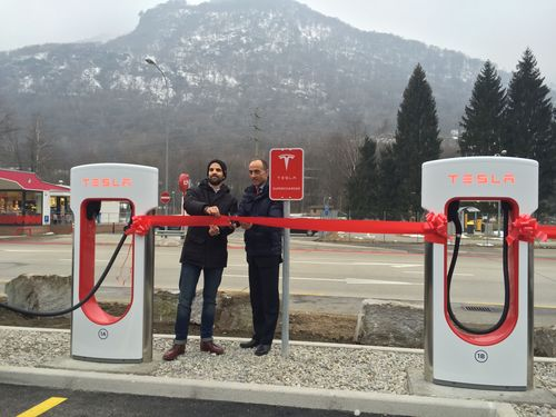 Rocco Cattaneo, Director City Carburoil (right) and Amedeo Bottoni, Manager Tesla Store Zurich, officially ...