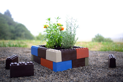 TogetherFarm Blocks turn plastic into produce by using 100% recycled materials to create an exciting and easy way to build a modular garden box, no tools required.  (PRNewsFoto/TogetherFarm, LLC)