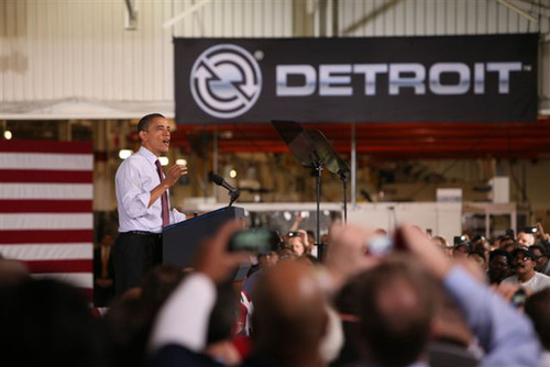 President Barack Obama today visited Detroit Diesel Corporation to recognize that the company's Detroit(TM) DT12(TM) automated manual transmission and the new Detroit DD15(R) proprietary asymmetric turbocharger will be produced at the Detroit brand manufacturing headquarters in Redford, Michigan.  (PRNewsFoto/Daimler Corporate Communications)
