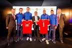 LEFT TO RIGHT: DENIS IRWIN, ANDER HERRERA, SAM JOHNSTONE, ANANT GUPTA (CEO, HCL TECHNOLOGIES), ASHLEY YOUNG, JESSE LINGARD, RICHARD ARNOLD (MD, MANCHESTER UNITED) (PRNewsFoto/HCL and Manchester United)