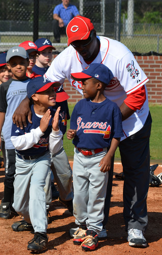 Major League Baseball alumni player, Herm Winningham, at a Legends for Youth Clinic. Photo courtesy of the Major League Baseball Players Alumni Association (MLBPAA).  (PRNewsFoto/The Hanover Insurance Group, Inc.)