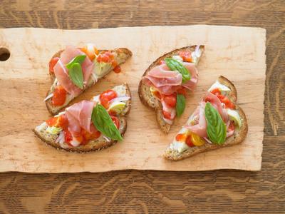 Rustic Italian Flat Bread Pizza.  (PRNewsFoto/Roman Meal Company)
