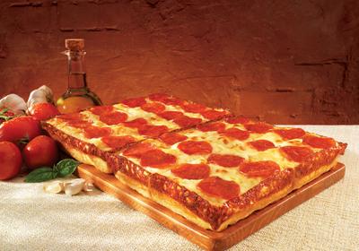 Little Caesars New DEEP!DEEP! Dish Pizza.  (PRNewsFoto/Little Caesars Pizza)