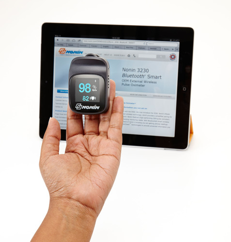 The Nonin Medical Bluetooth(R) Smart Model 3230 finger pulse oximeter is designed to be used in a variety of telehealth installations for patients who rely on accurate blood oxygen saturation and pulse rate readings, especially patients who live with chronic diseases such as chronic obstructive pulmonary disease (COPD), congestive heart failure (CHF) and asthma. Nonin's 3230 is one of the first medical devices to feature Bluetooth(R) Low Energy wireless technology.  (PRNewsFoto/Nonin Medical, Inc.)