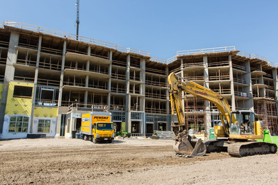 North Shore Place, a new construction Senior Housing Community, in Northbrook, IL has Topped Out!  (PRNewsFoto/Senior Lifestyle)
