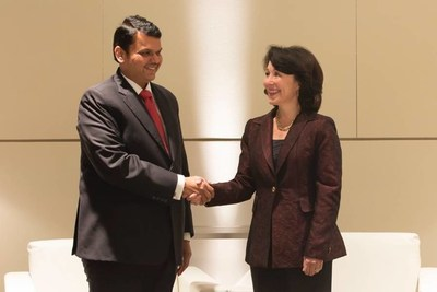 Oracle CEO Safra Catz and Chief Minister of Maharashtra Shri Devendra Fadnavis sign a Memorandum of Understanding to accelerate digital transformation and develop a smart city Center of Excellence powered by Oracle Cloud.