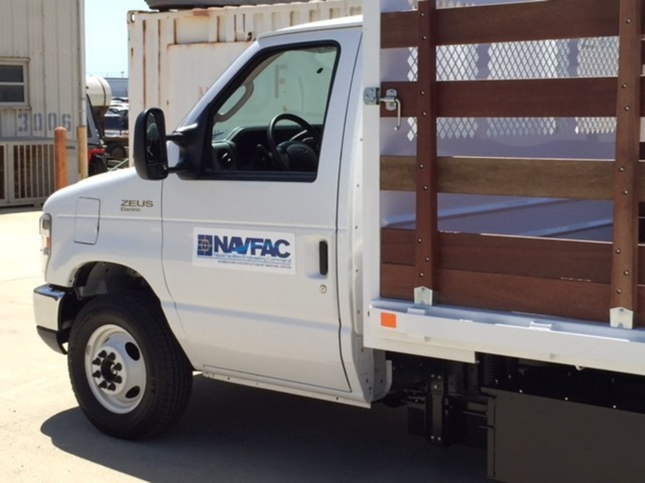 Phoenix Cars is supplying its electric flatbed trucks to the US NAVY.