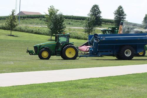 Kinze Manufacturing Unveils First Autonomous Row Crop Technology.  (PRNewsFoto/Kinze Manufacturing, Inc.)