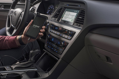 HYUNDAI RELEASES DO-IT-YOURSELF INSTALLATION FOR SMARTPHONE INTEGRATIONS ON SEVERAL EXISTING MODELS; Hyundai is Offering Existing Owners the Best Smartphone Integrations for Free Through a Software Update Available on MyHyundai.com