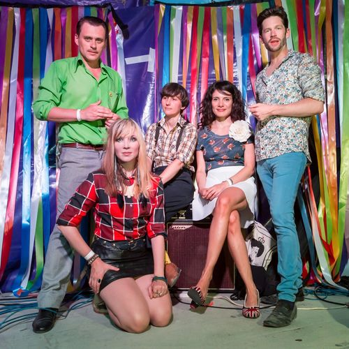 Oh! Gunquit L-R: Simon Wild, Tina Swasey, Alex De Renzi, Veronica Arcilla, Kieran Ridgers (PRNewsFoto/Dirty Water Records)