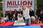 Alison Sweeney and Hill's(R) Pet Nutrition launch the Science Diet(R) Million Pound Pledge in New York City on May 6th.  (PRNewsFoto/Hill's Pet Nutrition, Donald Bowers)
