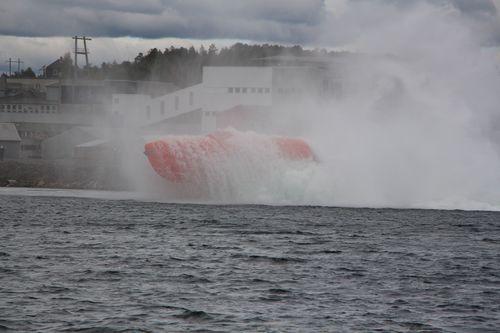 Norsafe a mené des tests de chute libre avec un canot de sauvetage depuis une hauteur de 61,53 m