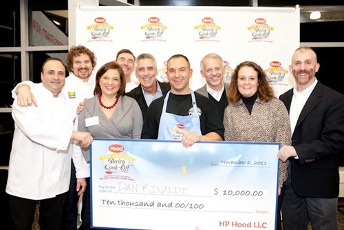 Grand Prize winner Dan Rinaldi pictured with Hood(R) New England Dairy Cook-Off(R) judges.  (PRNewsFoto/HP Hood)