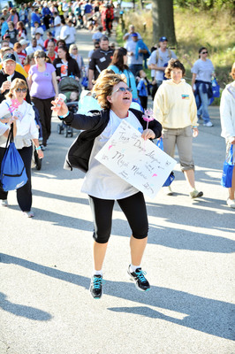 Jude Kraus, a home care nurse, leads her team during Hospice of the Western Reserve's Walk to Remember at Cleveland MetroParks Zoo. The event raised $125,000 for hospice paitents and their caregivers.  (PRNewsFoto/Hospice of the Western Reserve)