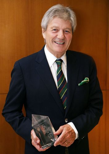 Patrick Choffel, CEO, Oman Insurance Company with the ME Insurer of the year award. (PRNewsFoto/Oman Insurance Company)