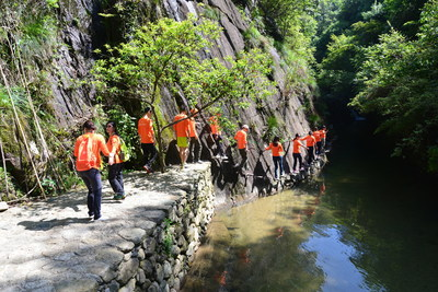 Huangling village has recently announced the launch of an all-new outdoor adventure program in the Shimen mountain gorge, offering a wide range of tailored expedition activities for individuals and groups.