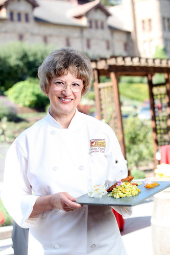 WASHINGTON'S REBECCA SPENCE WINS $10,000 IN SECOND ANNUAL FOSTER FARMS FRESH CHICKEN COOKING CONTEST.  (PRNewsFoto/Foster Farms)