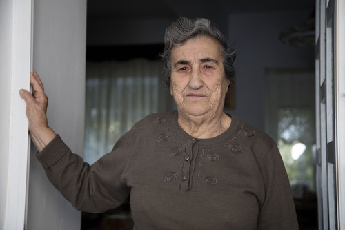 85-year-old Aimilia Kamvisi features in Ode to Lesvos, a new documentary film by Scotch whisky makers Johnnie Walker, which charts the spontaneous humanitarian response of the Greek islanders who helped almost half a million refugees forced to flee their homelands. The islanders' inspiring human response has earned them a Nobel Peace Prize nomination. (PRNewsFoto/Johnnie Walker)