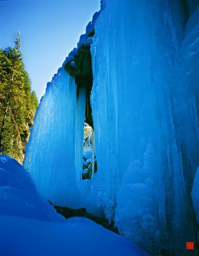 The icefall of Jiuzhaigou. (PRNewsFoto/Jiuzhaigou) (PRNewsFoto/JIUZHAIGOU)