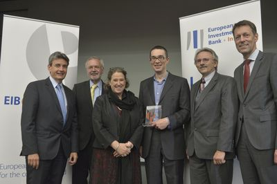 (from left to right): Philippe de Fontaine Vive Curtaz, Vice President of the European Investment Bank and Chairperson of the EIB Instituteâeuro(TM)s Supervisory Board; EIB President Werner Hoyer, Professor Reinhilde Veugelers, KU Leuven (BE), Department of Management, Strategy and Innovation; Professor John Van Reenen, Recipient of the EIB Prize 2014, London School of Economics and Political Science; Guy Clausse, Dean of the EIB Institute; Georg Schutte, State Secretary in the German Federal Ministry of Education and Research. (PRNewsFoto/European Investment Bank)