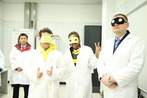 XCMG Apprentices wearing eye masks were about to get a surprising experience in Asia's largest vibration and noise lab. (PRNewsFoto/XCMG)